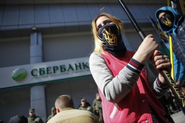 «Национальный корпус» митингует возле Сбербанка на Владимирской (фото)