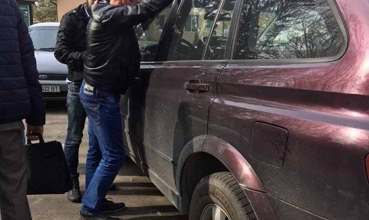 На Киевщине сельский голова задержан при получении 60 тысяч взятки (фото)