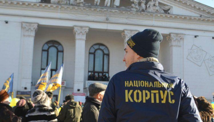«Национальный корпус» обещает не дать продать Сбербанк в «прокремлевские руки»