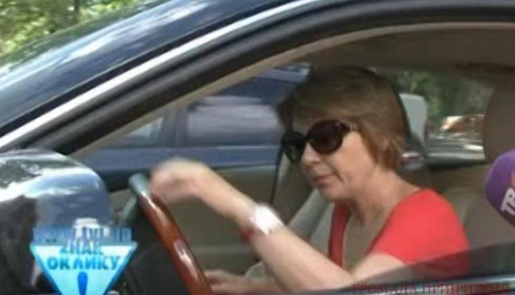 У жены мэра Бучи угнали элитный автомобиль
