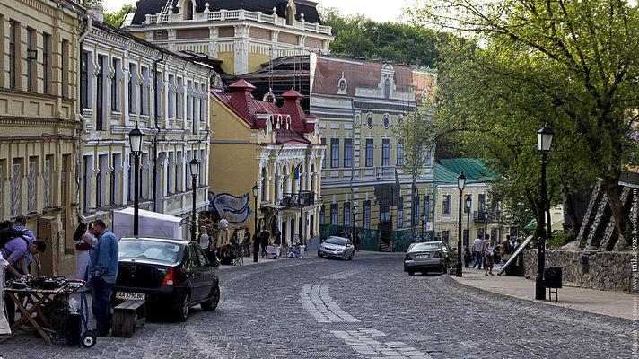 Киевских чиновников подозревают в миллионных махинациях на Андреевском спуске