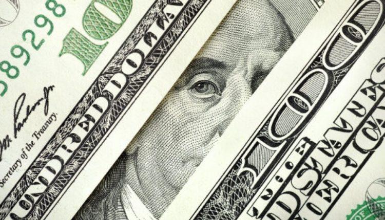 На «черном рынке» доллар продолжает дешеветь