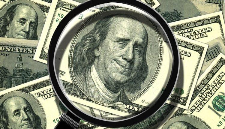 СБУ задержала пару иностранцев при «сбросе» 100 тысяч фальшивых долларов
