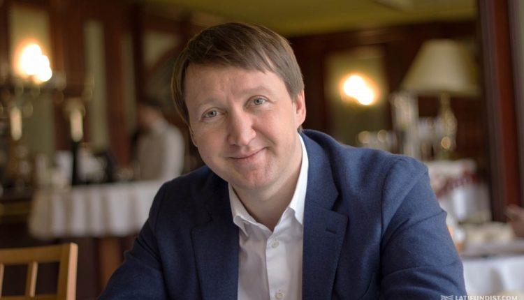 Министр Кутовой в марте резко «обнищал»
