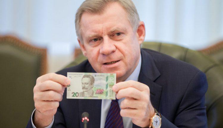 «Доходная карта» и.о. главы НБУ Смолия