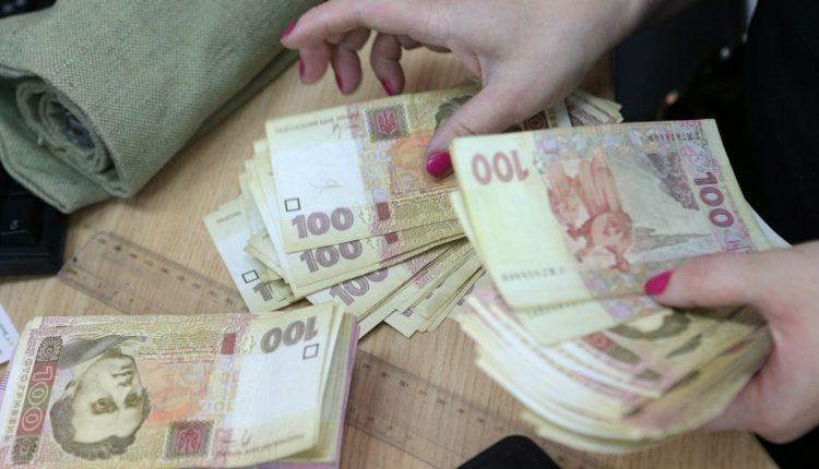 Украинцы держат 304 млрд наличными