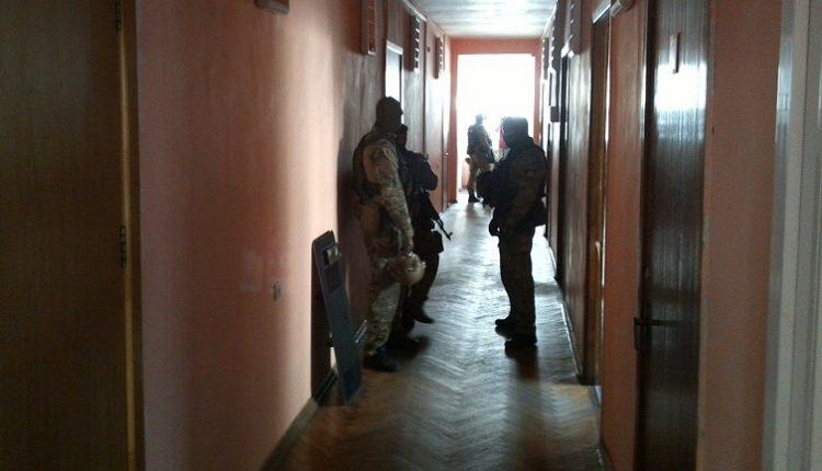 В горсовете Ирпеня полиция проводит обыски