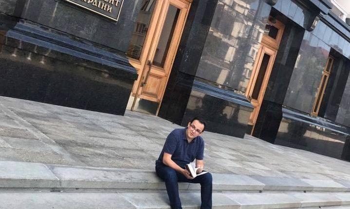 Михаил Подоляк: «Мусорные ступеньки АП»