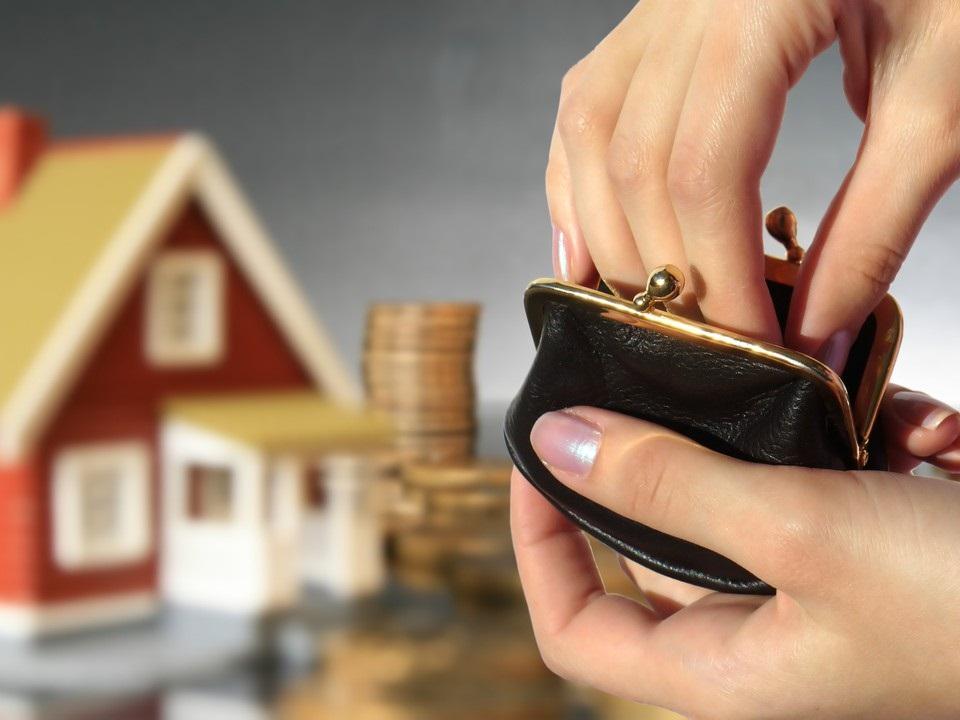 Фнс обязана присылать уведомления о необходимости оплаты налога на имущество, до момента получения такого документа никаких выплат делать не обязательно.