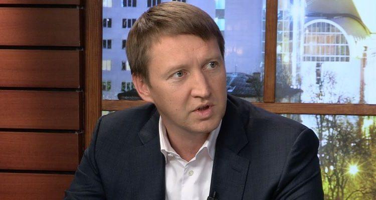 """Перед отставкой Кутовой """"докатился"""" до 14 тысяч зарплаты"""