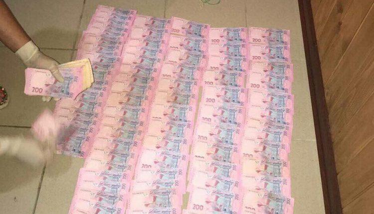 Госисполнителя задержали за вымогательство $ 3500