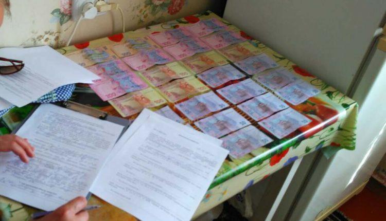 Чиновника-эколога задержали при получении взятки в Житомире