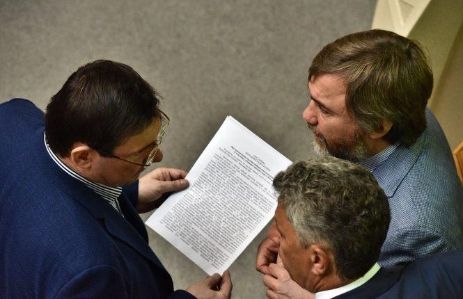 Новинского хотят судить за тягу к судам