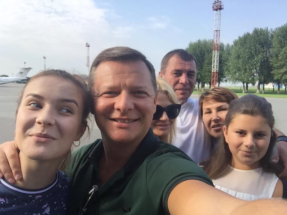 Олег Ляшко отправился наотдых вБарселону в нестандартной компании