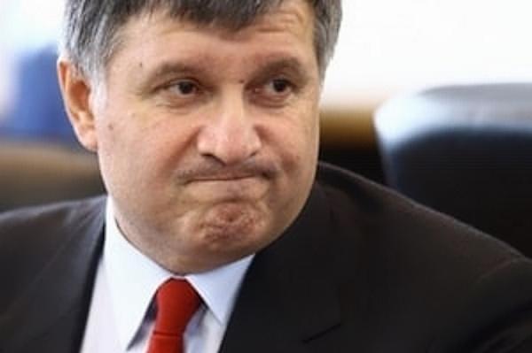Стало известно, как и почему в администрации Порошенко «мочат» Авакова