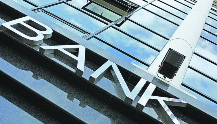 Группа банкиров незаконно завладела более $ 300 млн