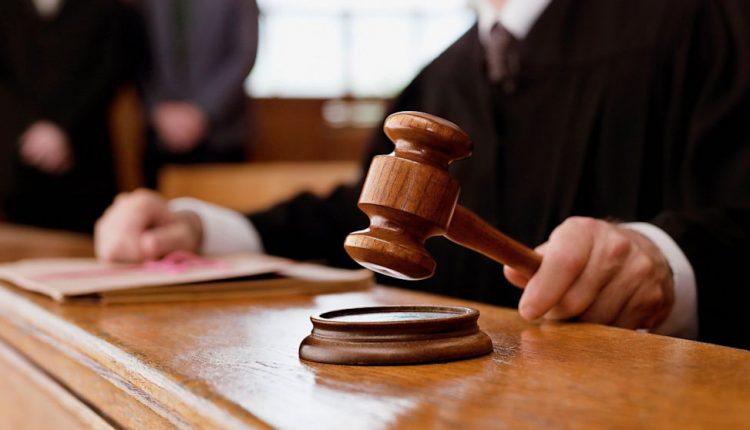 Медицинского чиновника будут судить за вымогательство 200 тысяч