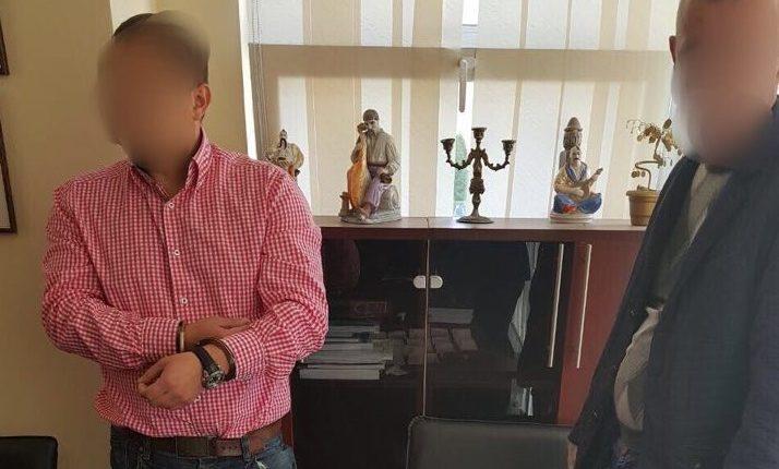 Преподавателя столичного университета задержали на взятке в 13 тысяч