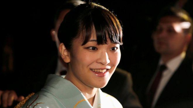 Японская принцесса потеряла императорский титул из-за помолвки с юристом