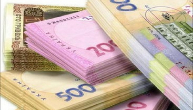 За месяц средняя зарплата в Украине уменьшилась на 225 гривен