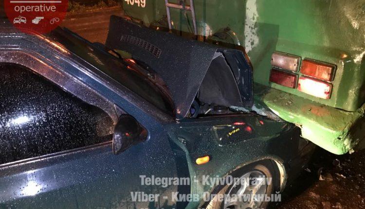 «Друг Гройсмана» врезался в киевский троллейбус