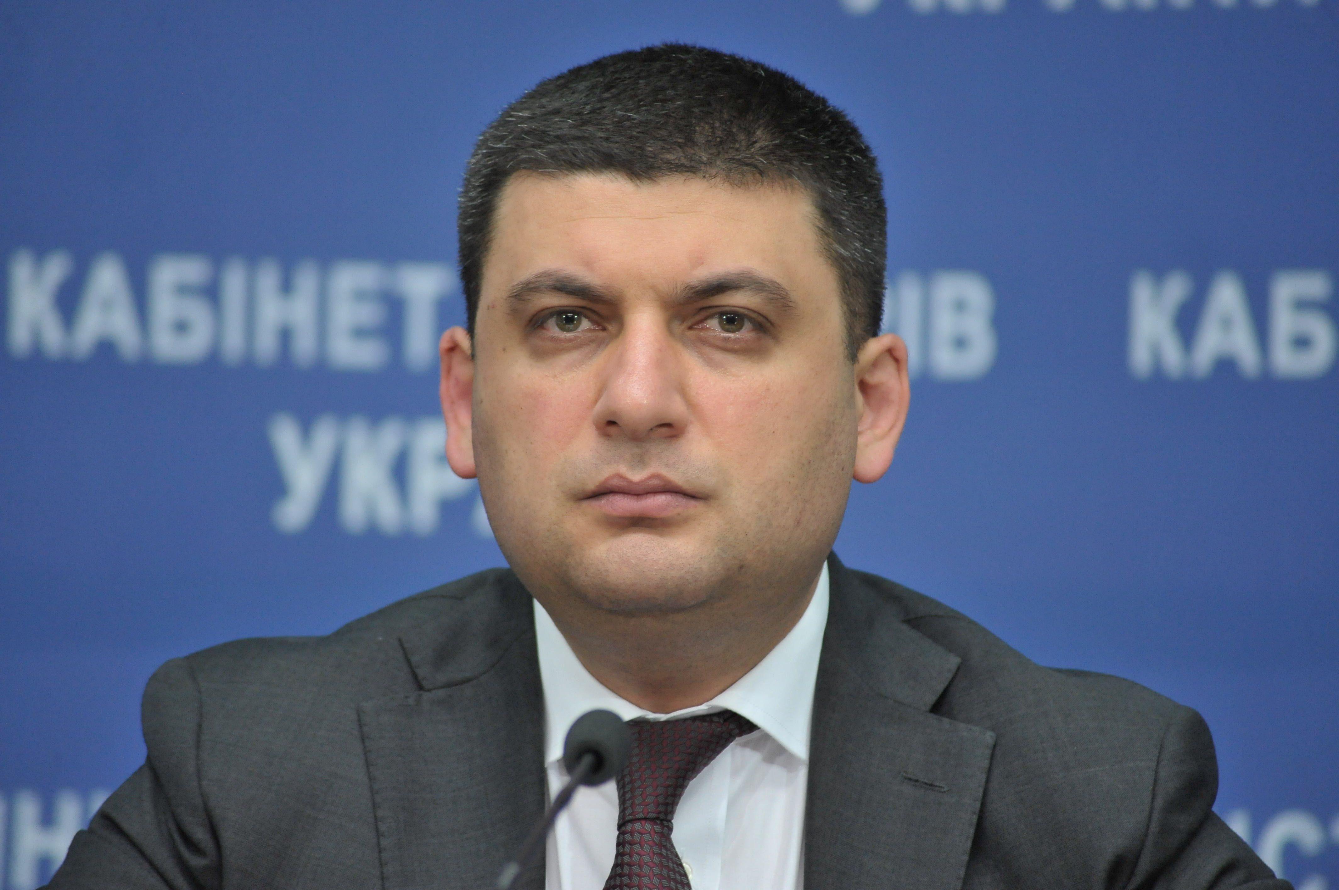 Гройсман публично ипод аплодисменты отстранил председателя Госслужбы геодезии Цвяха