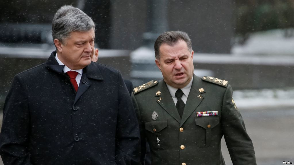 Порошенко побывал напередовой вАвдеевке ипообщался с военнослужащими