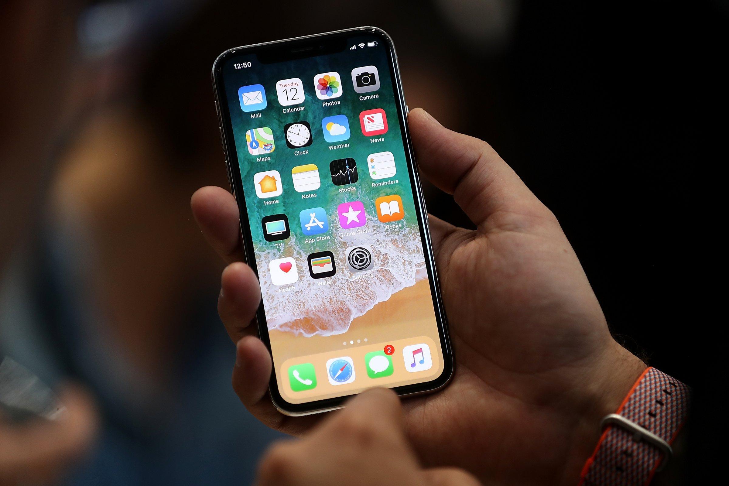 ВСША сократили сотрудника Apple из-за ролика дочери обiPhone X