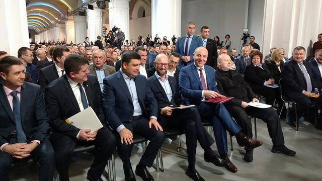 Яценюк: «Народный фронт» идет напарламентские ипрезидентские выборы