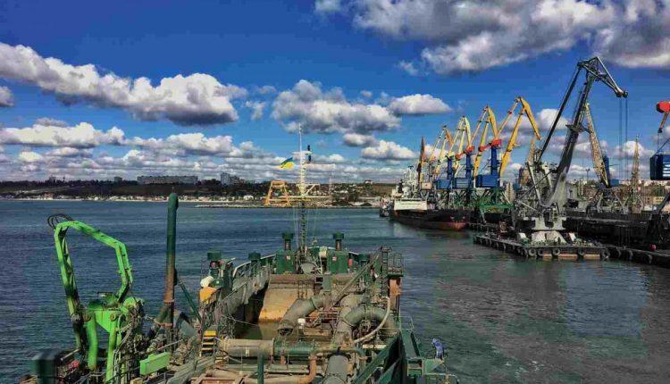 Администрация морских портов нащупала дно