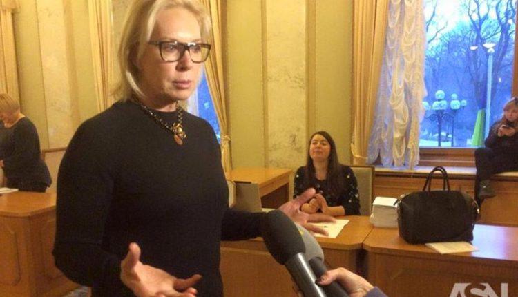 Нардеп Людмила Денисова пришла в Раду с сумочкой стоимостью более 2 тысяч евро