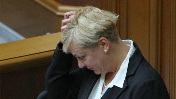 Тимошенко просит Верховную раду сократить руководителя Нацбанка доконца года