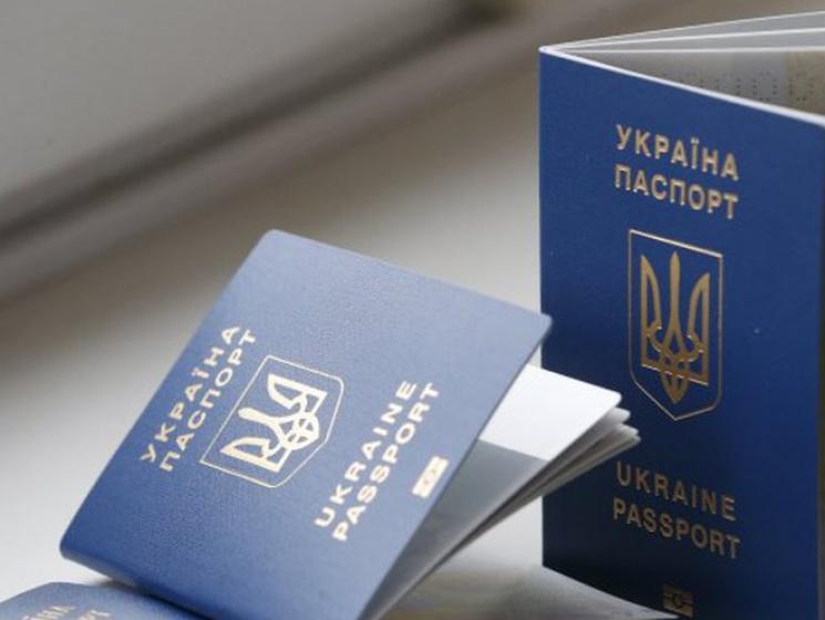 Кубив уверяет, что затри месяца очередей небудет— Биометрические паспорта