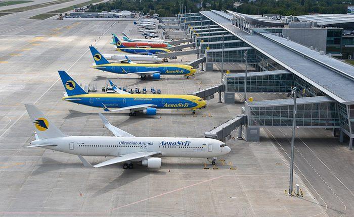 Ежедневно в аэропорту «Борисполь» приземляется самолет с долларами