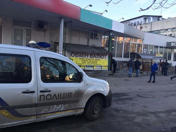 В Киеве задержали кассира фальшивого обменника, укравшего $45 тысяч