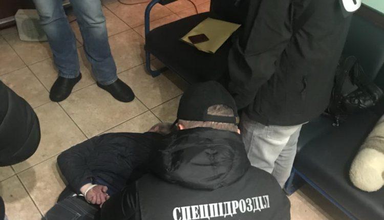 Одного из руководителей Одесской таможни задержали за взяточничество
