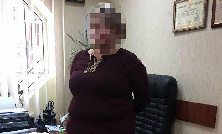 В Киеве директора предприятия задержали за подкуп чиновника Гоструда