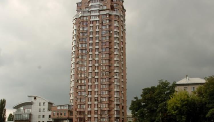 Родители экс-прокурора и доцента академии владеют четырьмя квартирами в Киеве