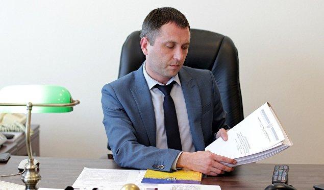 Заместитель министра Лавренюк получил в феврале 24 тысячи