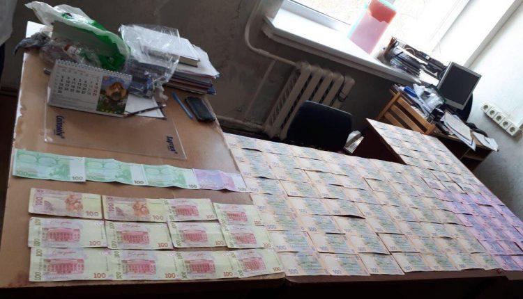 """В Киеве чиновник и врач """"продавали"""" группу инвалидности за $2,5 тысячи"""