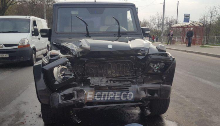 В Киеве угнали и разбили Mercedes G-Class Медведчука