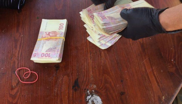 Лейтенанта полиции задержали за вымогательство 20 тысяч у пограничника