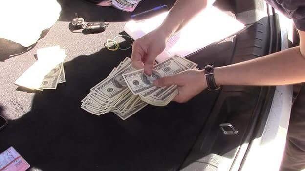 Назвались сотрудниками СБУ и добивались деньги у бизнесмена: вКиеве задержали мошенников