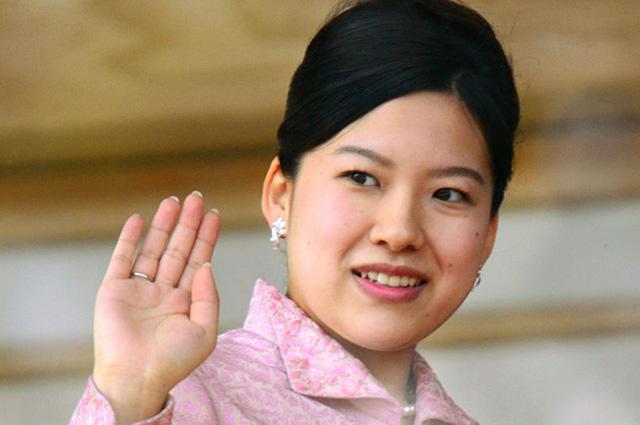 В Японии принцесса Аяко предпочла любовь престолу