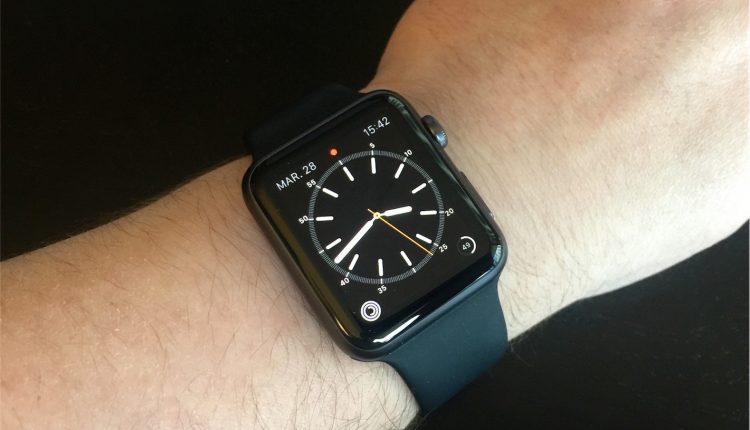 На Apple подали в суд из-за царапающихся часов