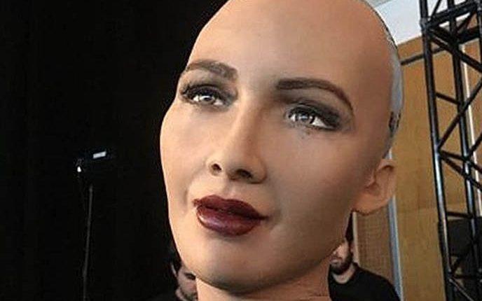 Робот София призналась, с кем она себя отождествляет