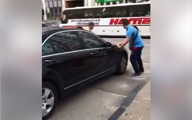 "Депутат опубликовал видео наезда ""Мерседеса"" Новака на активистов"