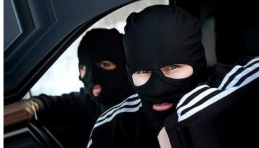 Атакуют титушки и нотариусы. Как в Украине отбирают бизнес
