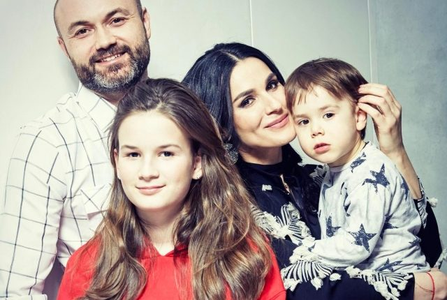 Ефросинина с мужем поздравили друг друга с 15-летием брака