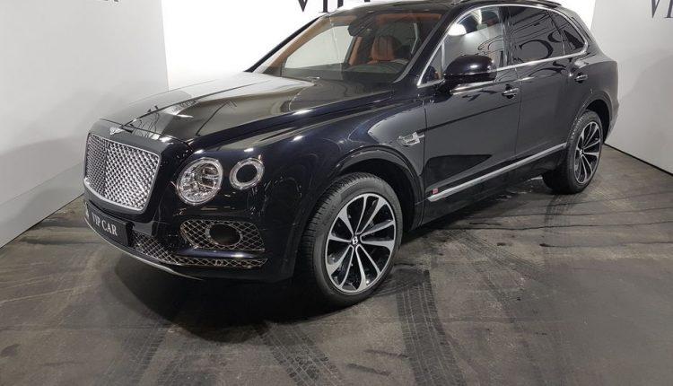 В Киеве Bentley Bentayga за $400 тысяч заметили в необычном месте